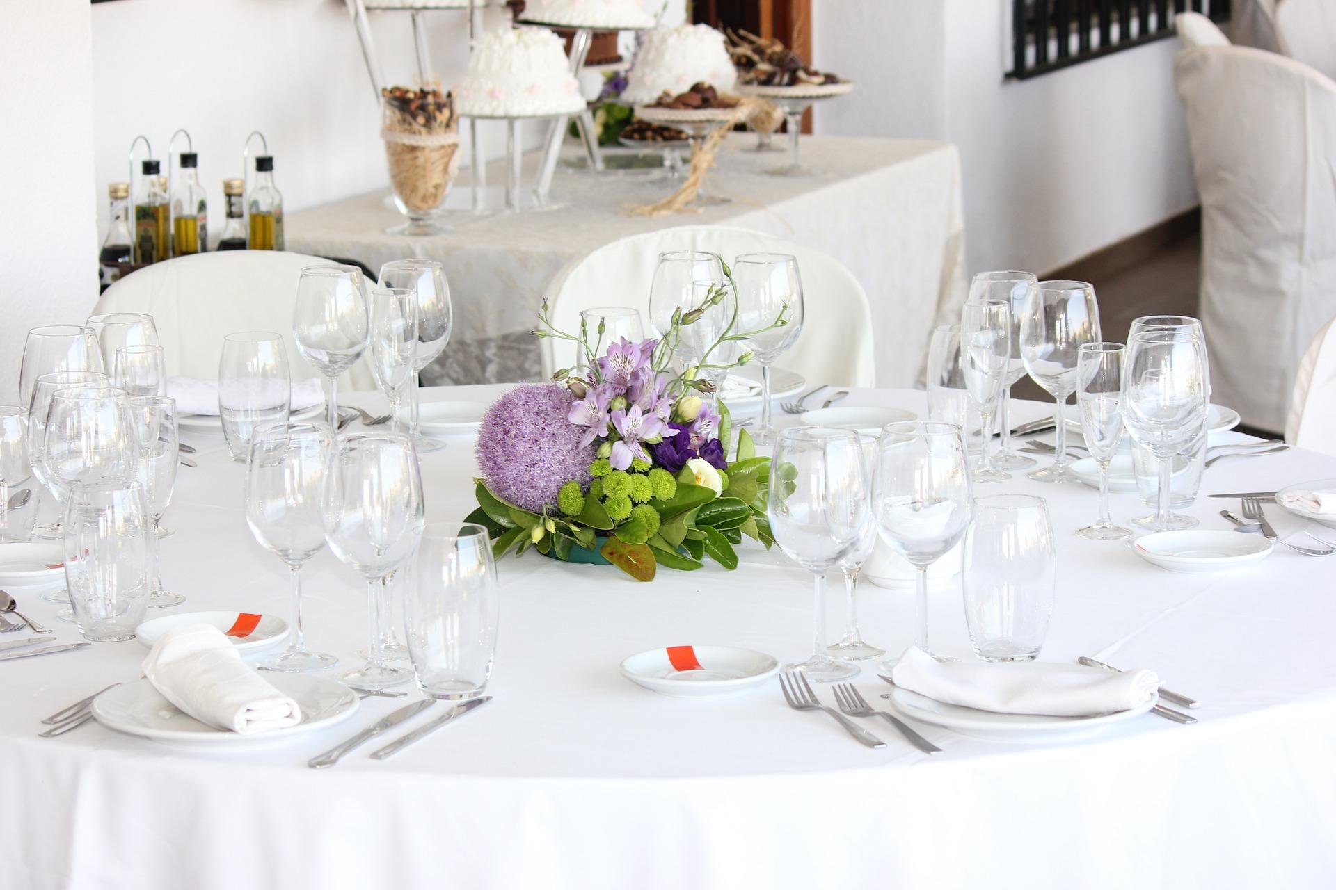 Come preparare la tavola seguendo le regole del bon ton - Le regole del bon ton a tavola ...